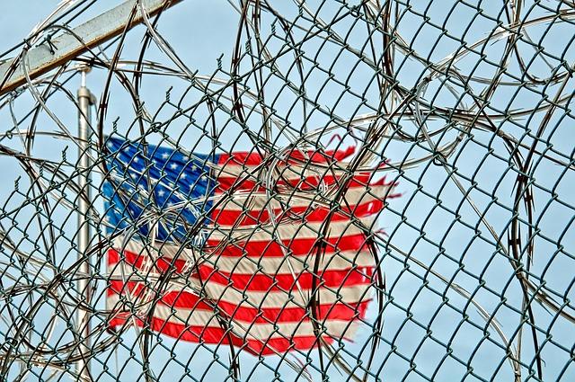 prison-370112_640